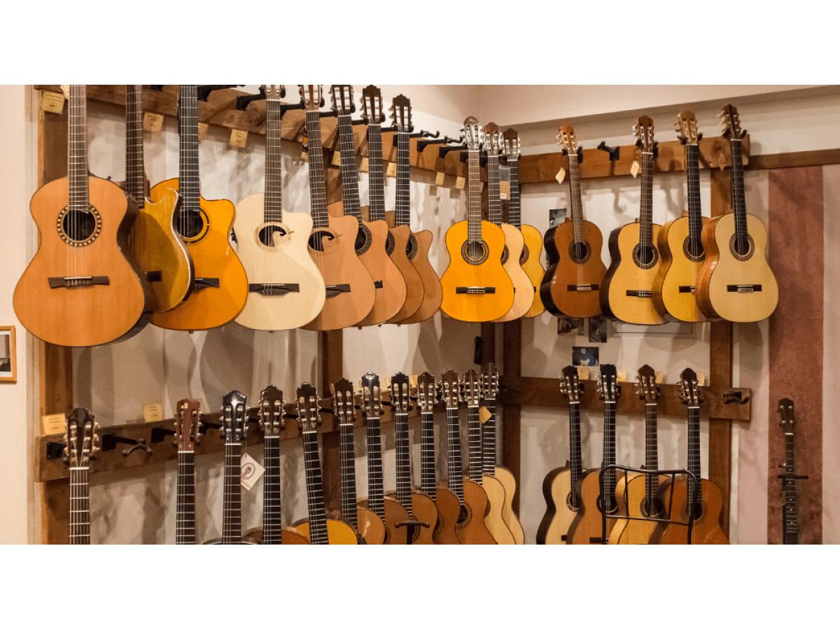 Топ 5 лучших и недорогих брендов акустических гитар