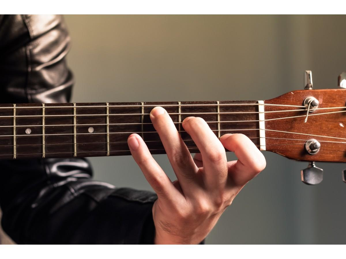 Гитара. Где и как научиться играть на инструменте?